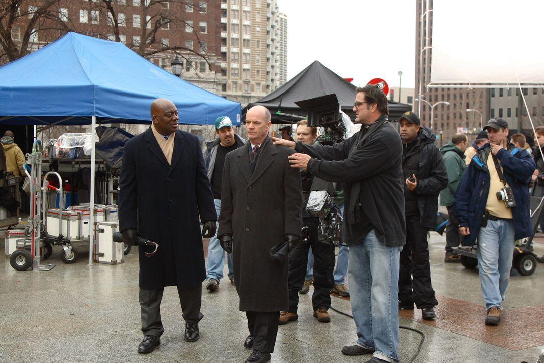 Bei den Dreharbeiten zu Cold Case .. - Bildquelle: Warner Bros. Television