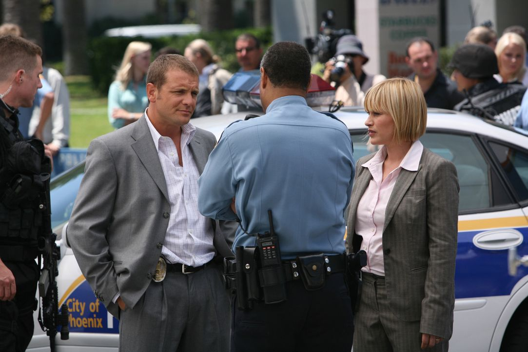 Der aktuelle Fall ist komplizierter, als Allison (Patricia Arquette, r.) und Det. Lee Scanlon (David Cubitt, 2.v.l.) anfangs vermuten ... - Bildquelle: Paramount Network Television