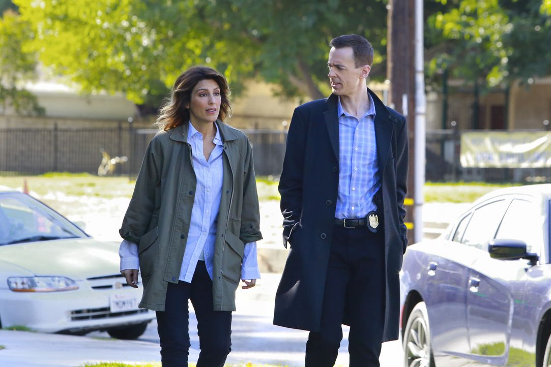 Agentin Quinn (Jennifer Esposito, l.) und McGee (Sean Murray, r.) brauchen endlich Antworten: Wer hat den Marine-Offizier im Supermarkt kaltblütig e... - Bildquelle: Bill Inoshita 2016 CBS Broadcasting, Inc. All Rights Reserved / Bill Inoshita