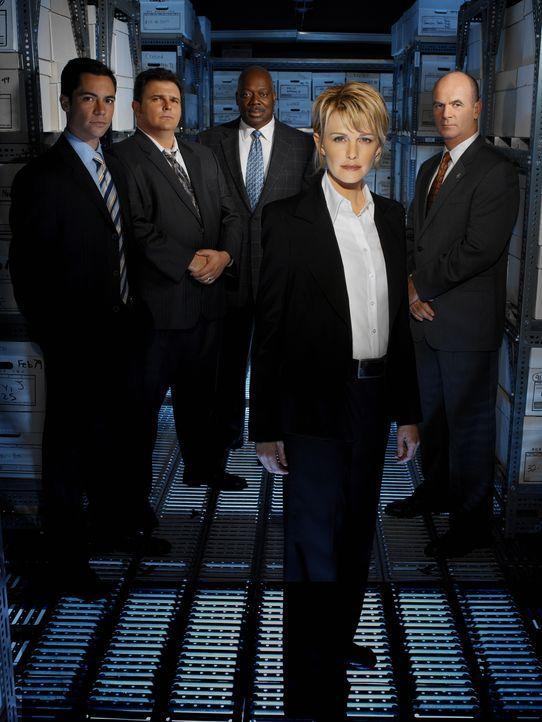 (3. Staffel) - Die Mitarbeiter des Mord-Dezernates von Philadelphia sind ein eingeschworenes Team (v.l.n.r.): Scott (Danny Pino), Nick Vera (Jeremy... - Bildquelle: Warner Bros. Television