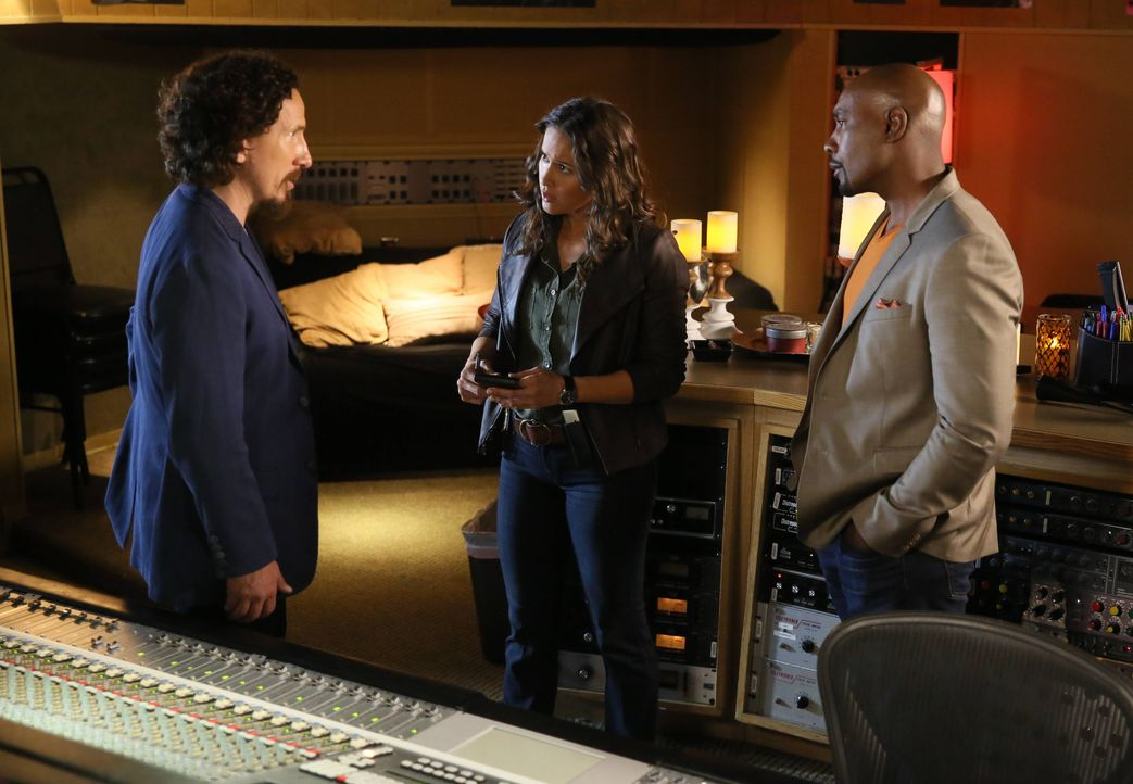 Rosewood (Morris Chestnut, r.) und Villa (Jaina Lee Ortiz, M.) sind verwirrt, als ein begnadeter Musiker ohne erkennbaren Grund in seinem Studio sti... - Bildquelle: 2015-2016 Fox and its related entities.  All rights reserved.