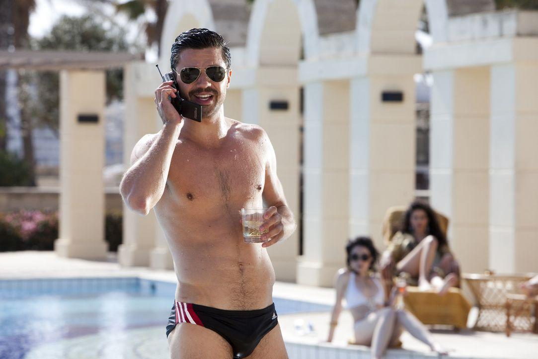 Der Erstgeborene des irakischen Diktators Saddam Hussein, Uday (Dominic Cooper), ist nicht gerade zimperlich, wenn es darum geht, sich Feinde zu mac... - Bildquelle: 2013, Falcom Media