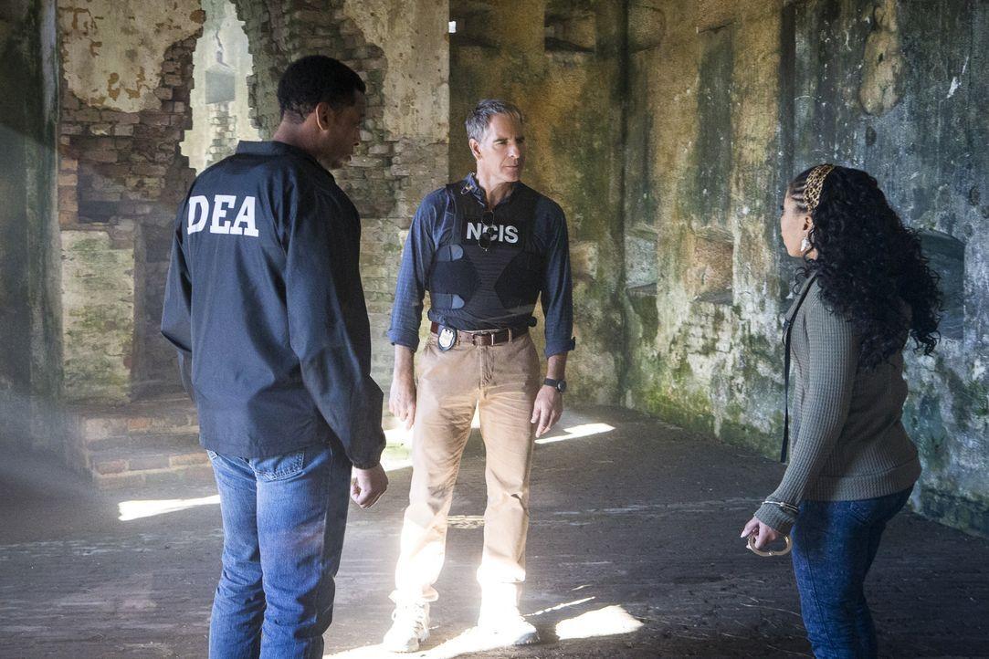 Pride (Scott Bakula, M.) kann nicht glauben, dass Sonja (Shalita Grant, r.) ihren Undercover-Einsatz bei einem Drogenring auf Agent Will Banks (Joe... - Bildquelle: Skip Bolen 2016 CBS Broadcasting, Inc. All Rights Reserved / Skip Bolen