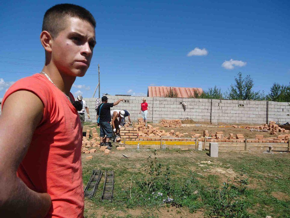 In der Mongolei muss der schwererziehbare Teenager Justin mal richtig mitanpacken ... - Bildquelle: kabel eins