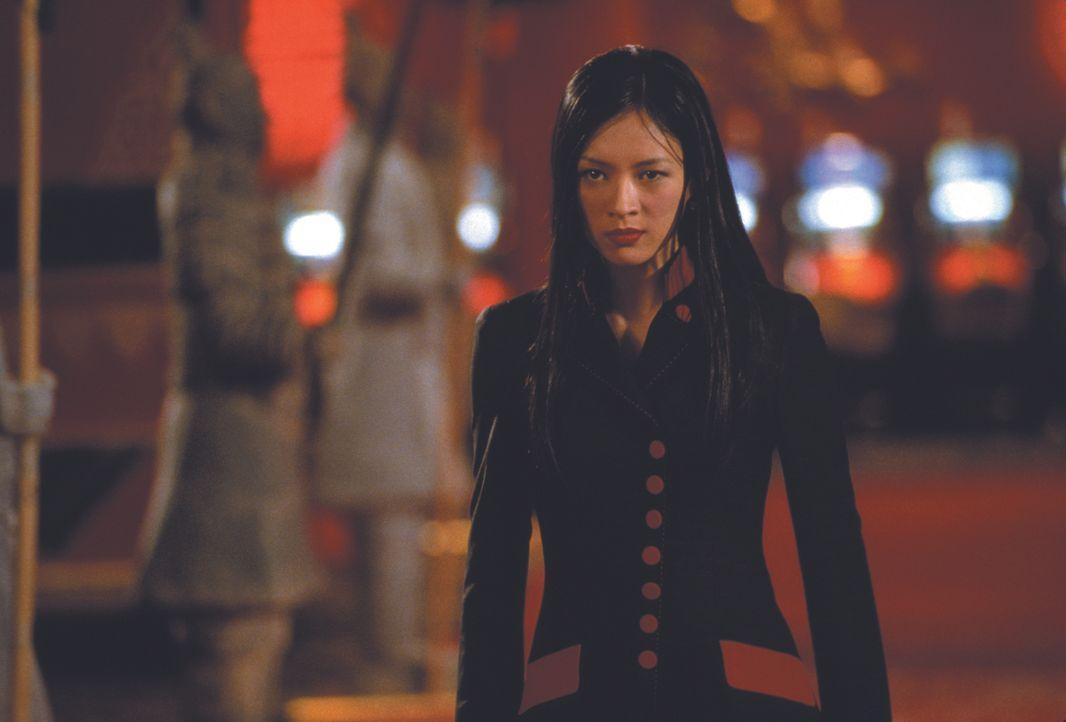 Hu Li (Ziyi Zhang), die rechte Hand von Gangsterboss Ricky Tan und ihr Chef lassen in der US Botschaft in Hongkong eine Bombe hochgehen, nicht ahnen... - Bildquelle: Warner Bros.