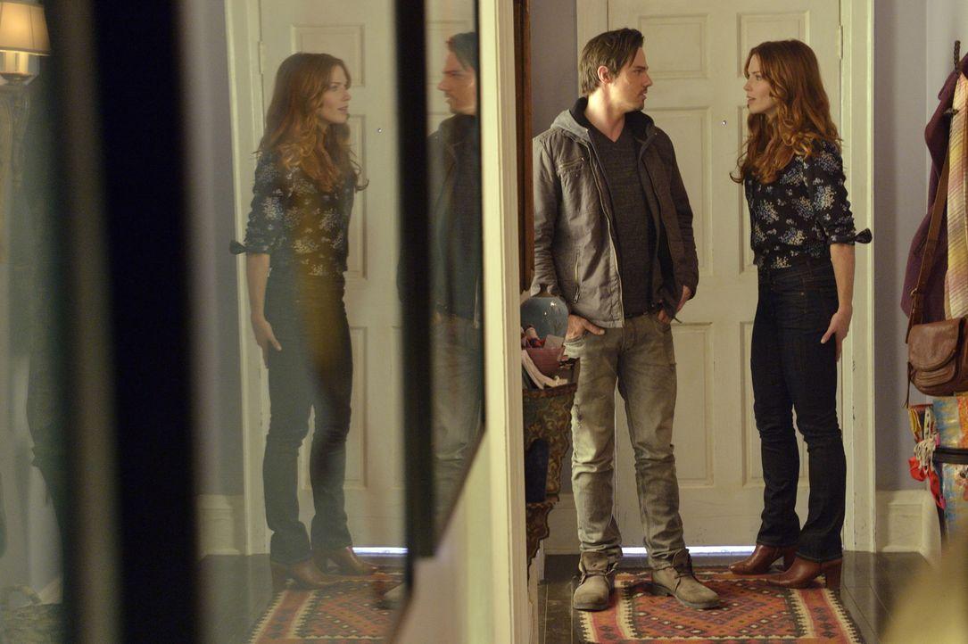 Lassen Vincent (Jay Ryan, l.) und Alex (Bridget Regan, r.) ihre Beziehung wieder aufleben? - Bildquelle: 2012 The CW Network. All Rights Reserved.