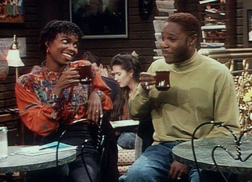 Theo (Malcolm-Jamal Warner, r.) hat gerade Cheryl (Desiree Johns, l.) kennen gelernt und versucht, mit ihr ins Gespräch zu kommen. - Bildquelle: Viacom