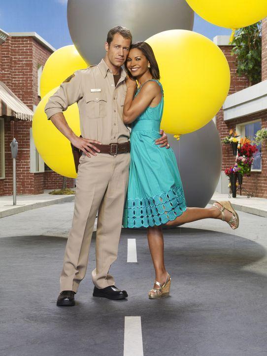(3. Staffel) - Obwohl in Eureka alles anders ist, als in allen anderen Städten, fühlen sich Allison (Salli Richardson, r.) und Jack (Colin Ferguson,... - Bildquelle: Universal Television
