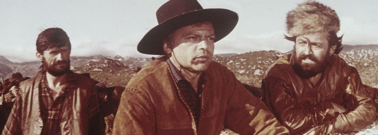 Colonel Brinkley (Herbert Lom, M.) setzt alles daran, den legendären Schatz im Silbersee zu seinem Eigentum zu machen ... - Bildquelle: Columbia Pictures