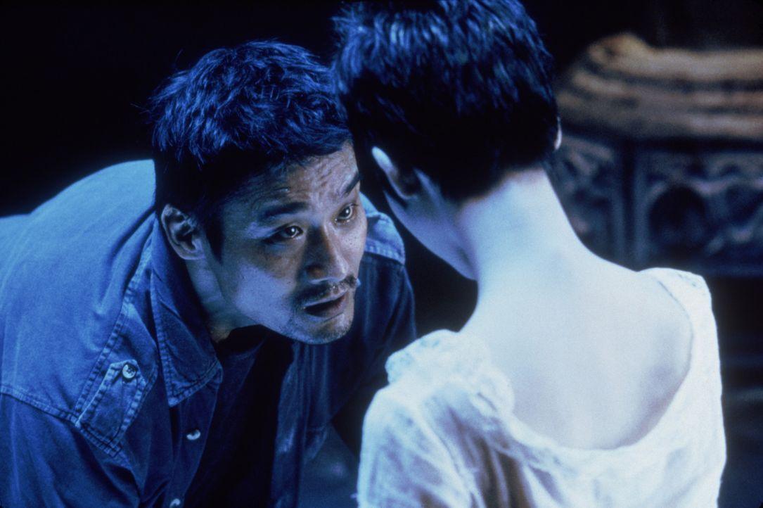 Noch ahnt Cop Huo-Tu (Tony Leung Ka Fai) nicht, dass Mei-Mei (Wei-Han Huang, r.) schon im Visier des eiskalten Killers ist ... - Bildquelle: 2004 Sony Pictures Television International. All Rights Reserved.