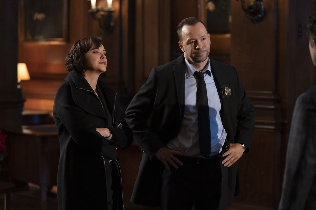 Maria Baez (Marisa Ramirez, l.); Danny Reagan (Donnie Wahlberg, r.) - Bildquelle: Patrick Harbron 2019 CBS Broadcasting Inc. All Rights Reserved. / Patrick Harbron
