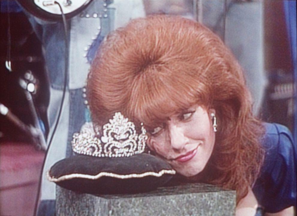 Diese Krone möchte Peggy (Katey Sagal) tragen - als Ballkönigin. - Bildquelle: Columbia Pictures