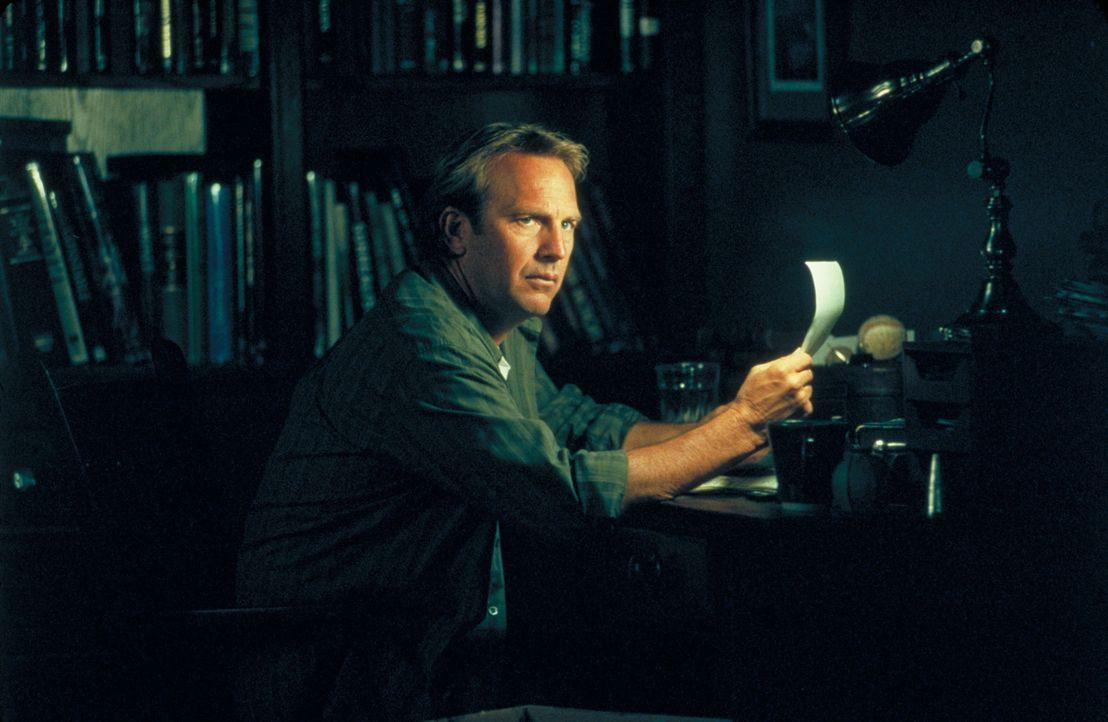 Obwohl Dr. Joe Darrow (Kevin Costner) täglich mit dem Tod konfrontiert wird, kommt er kaum über den Tod seiner Frau hinweg ... - Bildquelle: Spyglass Entertainment