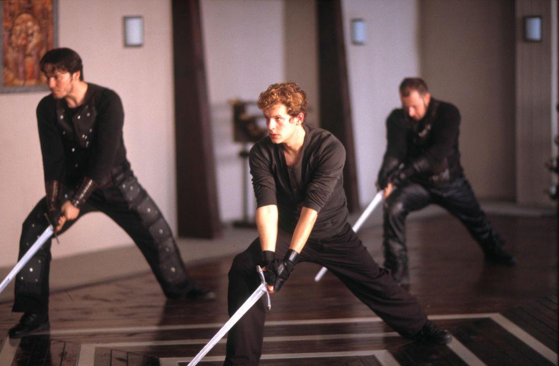 Bei den Prieuren wird David (Mirko Lang, M.) auf den Kampf gegen die verhassten Templer vorbereitet. Er erhält täglich Unterricht im Schwertkampf. S... - Bildquelle: ProSieben ProSieben