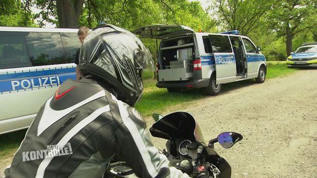 Achtung Kontrolle - Achtung Kontrolle! - Thema U.a.: Die Polizei Hildesheim Zieht Lärmende Motorräder Aus Dem Verkehr