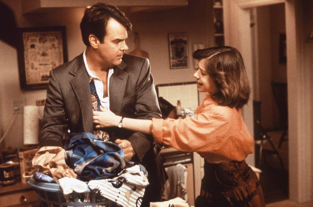 Nach seiner Entlassund beschließt Steve (Dan Aykroyd, l.), seiner Tochter Jessie (Alyson Hannigan, r.) die Führung des Haushaltes abzunehmen. Die... - Bildquelle: Columbia Pictures