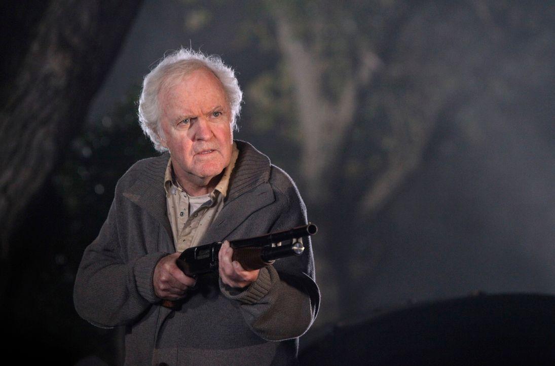 Ist Clifford Stuckey (James Handy) etwa doch nicht der senile alte Mann, der er vorgibt zu sein? - Bildquelle: 2010 American Broadcasting Companies, Inc. All rights reserved.