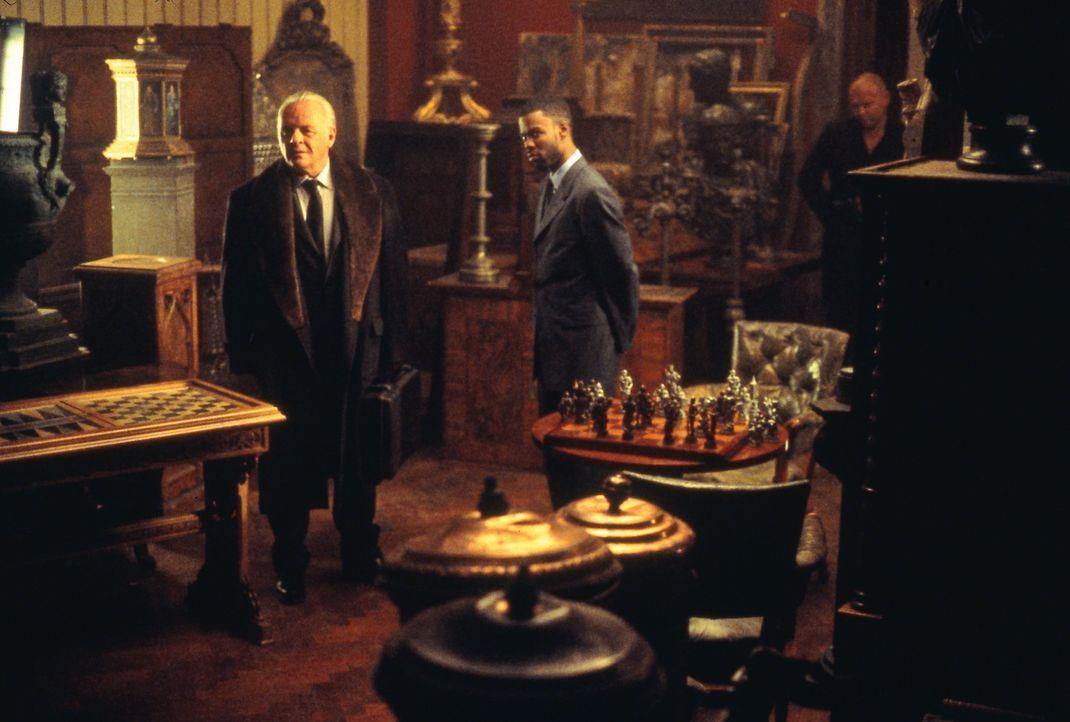 Nach einigen Vorbereitungen starten die CIA-Agenten Gaylord Oaks (Anthony Hopkins, l.) und Jake (Chris Rock, r.) zu einer lebensgefährlichen Mission... - Bildquelle: Disney