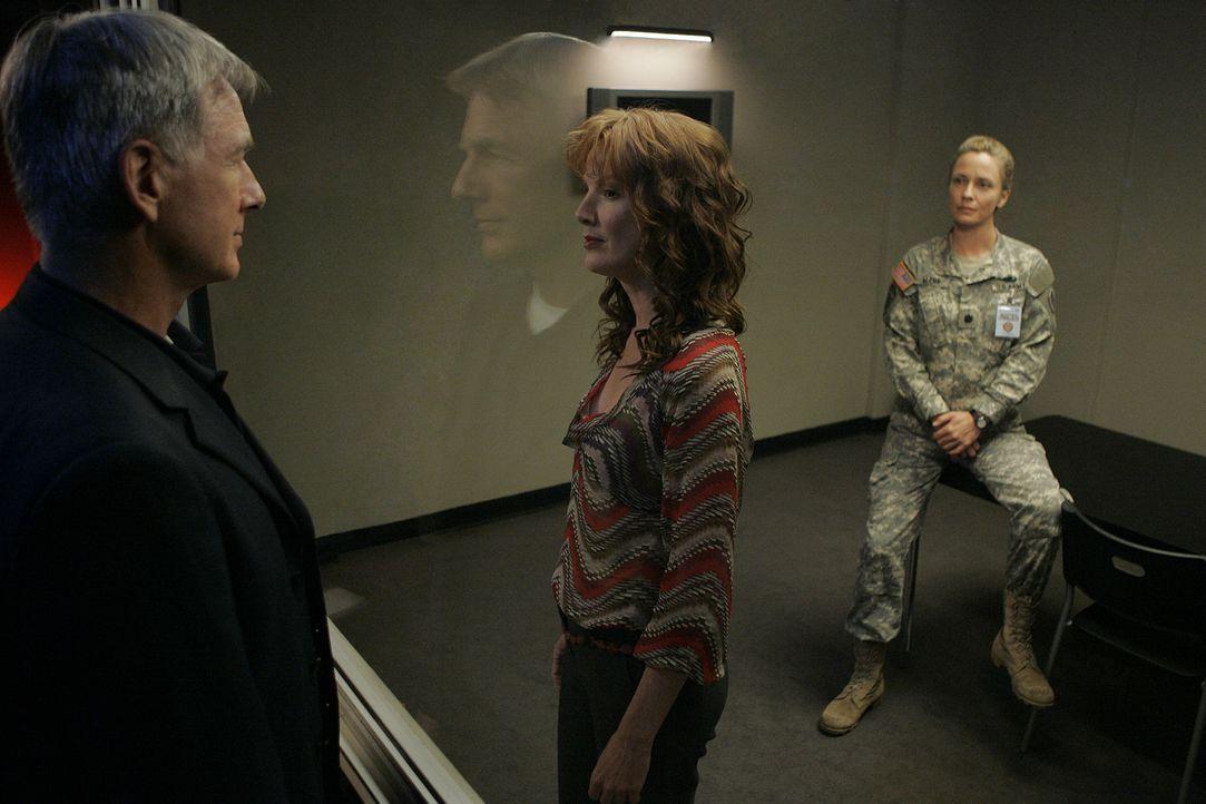 Da Stephanie Flynn (Kathleen York, M.), Gibbs 3. Ex-Frau, eine der Verdächtigen im neuen Fall ist, muss Gibbs (Mark Harmon, l.) die Leitung der Unte... - Bildquelle: CBS Television