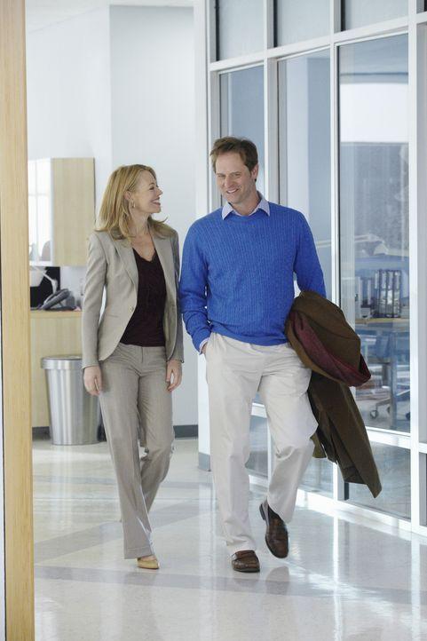 Die Beziehung zwischen Todd (Jeffrey Nordling, r.) und Kate (Jeri Ryan, l.) scheint sehr gut zu laufen, doch auch die beiden haben mit Problemen zu... - Bildquelle: 2010 American Broadcasting Companies, Inc. All rights reserved.