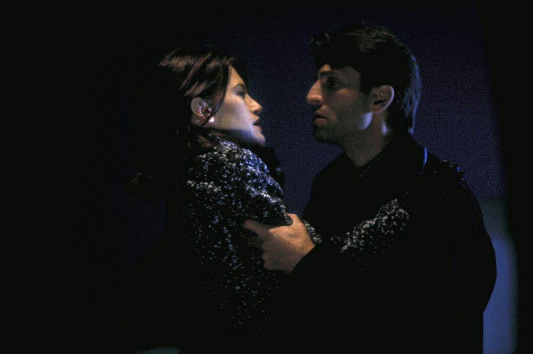 Zu spät erkennt Mark (Vincent Spano, r.), dass Nicole (Cheryl Pollak, l.) ein boshaftes Spiel mit ihm treibt ... - Bildquelle: A. Pachasa ProSieben