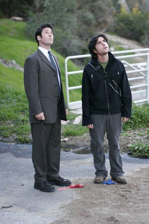 Gemeinsam mit Don (Rob Morrow, l.) möchte Charlie (David Krumholtz, r.) beweisen, dass der Student Finn Montgomery keinen Selbstmord begangen hat ... - Bildquelle: Paramount Network Television