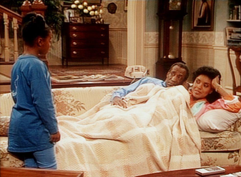 Rudy (Keshia Knight Pulliam, l.) soll ihren Eltern Cliff (Bill Cosby, M.) und Clair (Phylicia Rashad, r.) erklären, warum Vanessa zu spät nach Hau... - Bildquelle: Viacom