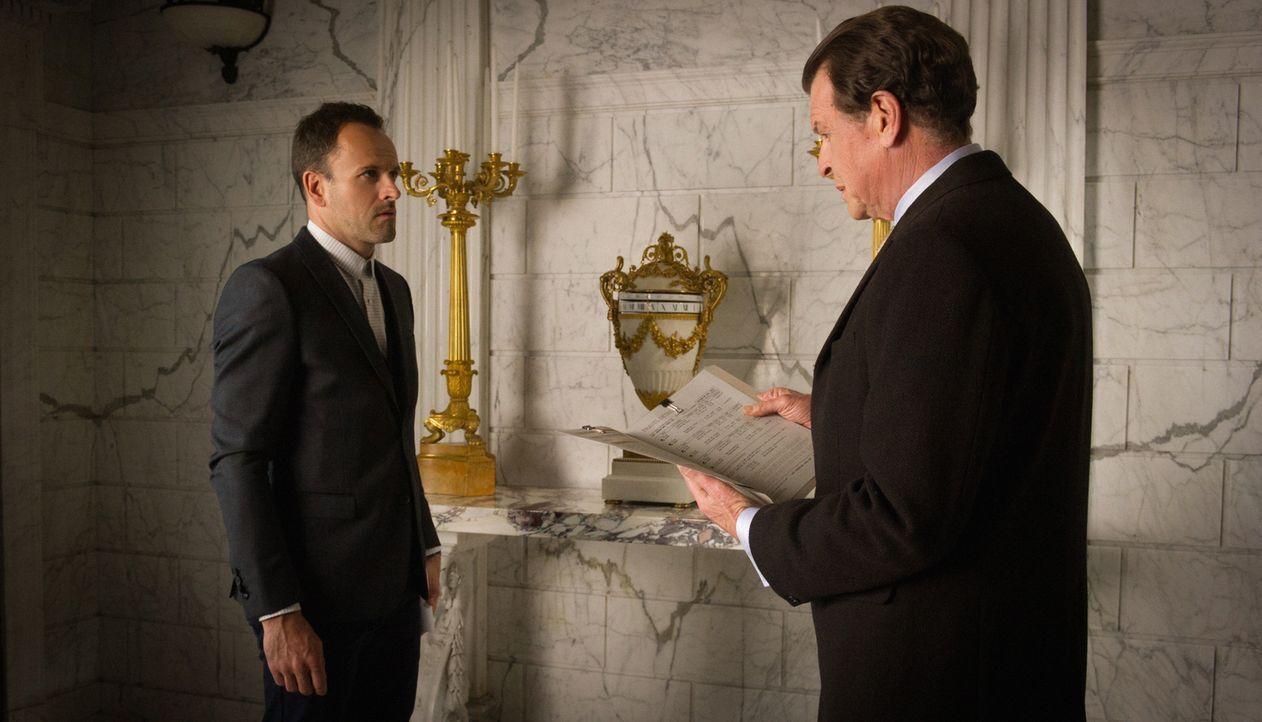 Der junge Frieden zwischen Morland (John Noble, r.) und seinem Sohn Sherlock (Jonny Lee Miller, l.) wird durch die Geheimniskrämerei des Geschäftsma... - Bildquelle: Jeff Neira 2015 CBS Broadcasting Inc. All Rights Reserved.