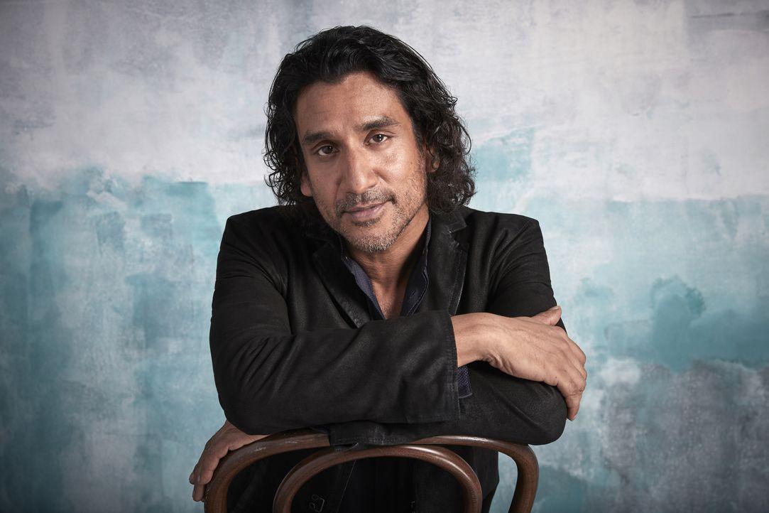 Julian Cousins (Naveen Andrews) - Bildquelle: David Needleman 2019 CBS Broadcasting Inc. All Rights Reserved. / David Needleman