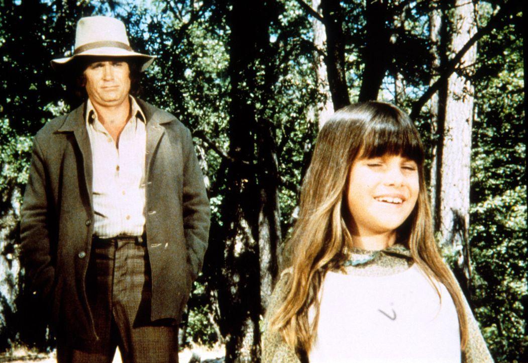 Vater Charles (Michael Landon, l.) hört von dem Wunder das seiner Tochter Carrie (Lindsay Sidney Greenbush, r.) wiederfahren ist. - Bildquelle: Worldvision