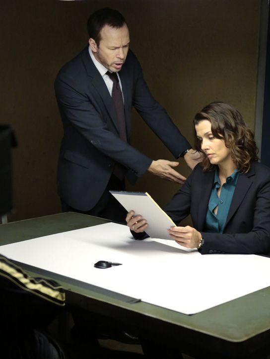 Danny (Donnie Wahlberg, l.) ist wütend auf seine Schwester Erin (Bridget Moynahan,r.), weil sie keine Anklage gegen den mutmaßlichen Mörder des NYPD... - Bildquelle: John Paul Filo 2013 CBS Broadcasting Inc. All Rights Reserved.