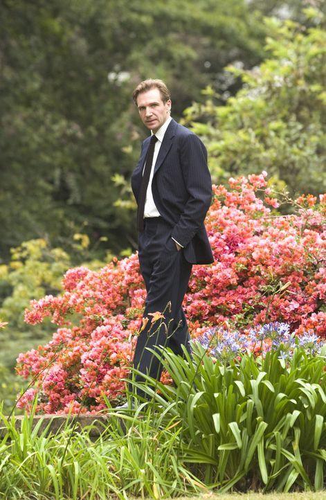 Der an der britischen Botschaft von Nairobi angestellte Diplomat Justin Quayle (Ralph Fiennes) lässt die Tragödien der Bevölkerung nie an sich he... - Bildquelle: Epsilon Motion Pictures