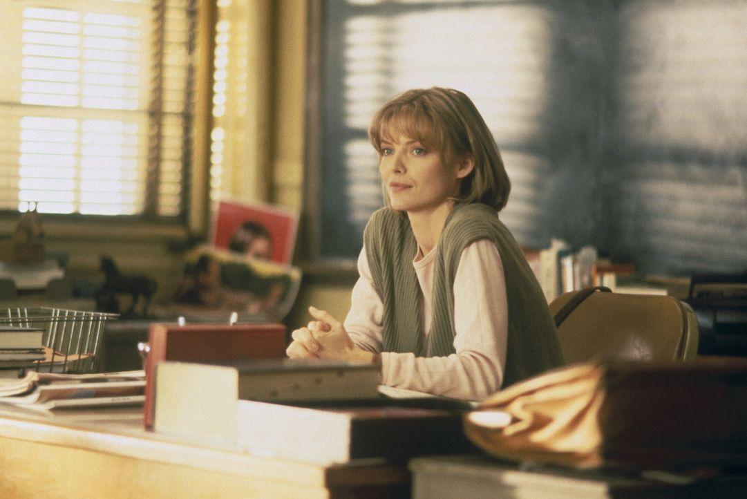 Die Englischlehrerin LouAnne Johnson (Michelle Pfeiffer) erkennt, dass sie mit ihren unkonventionellen Methoden bei den desinteressierten Kids etwas... - Bildquelle: Hollywood Pictures