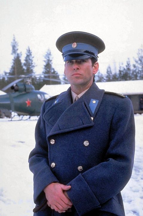 Der smarte russische Spion namens Petrofsky (Pierce Brosnan) weilt unerkannt auf der Insel. Er soll in der Nähe eines US-Atomwaffenstützpunktes ei... - Bildquelle: Lorimar
