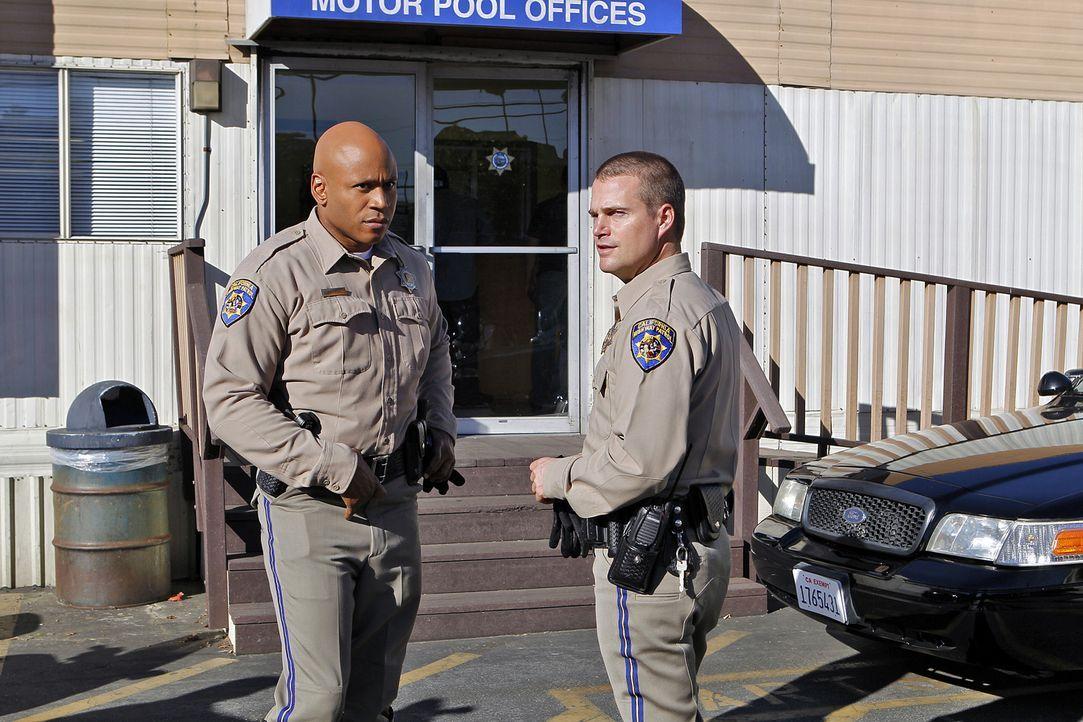 Callen (Chris O'Donnell, r.) und Sam (LL Cool J, l.) ermitteln undercover bei der California Highway Patrol, der CHP, als Motorrad-Polizisten gegen... - Bildquelle: CBS Studios Inc. All Rights Reserved.