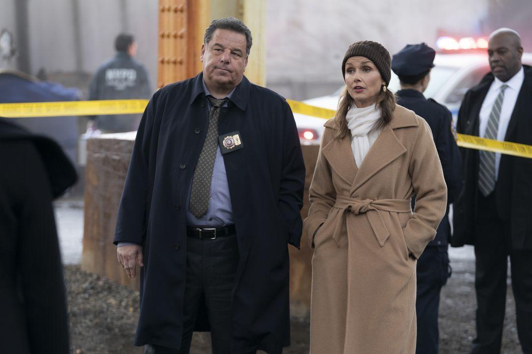 Anthony Abetemarco (Steve Schirripa, l.); Erin Reagan (Bridget Moynahan, r.) - Bildquelle: Patrick Harbron CBS '2020 CBS Broadcasting Inc. All Rights Reserved. / Patrick Harbron