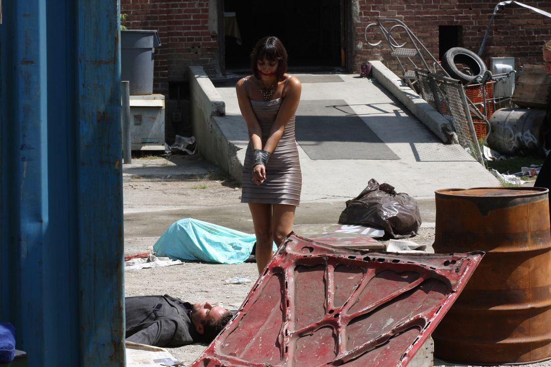 Was ist mit Sara (Wendy Glenn, r.) und Craig (Jason Kaufman, l.) geschehen? Das FBI um Jack Malone ermittelt ... - Bildquelle: Warner Bros. Entertainment Inc.
