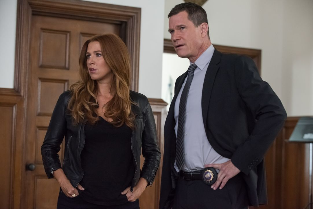 Der Mord an einem jungen Jazzmusiker führt Carrie (Poppy Montgomery, l.) und Al (Dylan Walsh, r.) nicht nur ein Konservatorium, sondern auch in Jazz... - Bildquelle: Jeff Neumann 2015, 2016 Sony Pictures Television Inc. All Rights Reserved. / Jeff Neumann