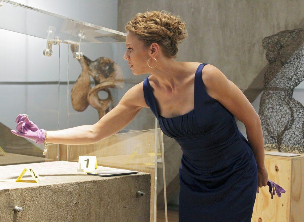 Aus einem Museum verschwindet ein ganz besonders wertvolles Ausstellungsstück, was die attraktive Schadensermittlerin Kristin Lehman (Serena Kaye) a... - Bildquelle: 2011 American Broadcasting Companies, Inc. All rights reserved.