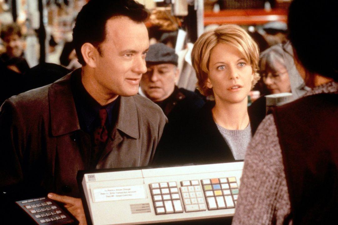 Im wirklichen Leben kann sie ihn überhaupt nicht leiden, doch im Cyperspace versteht sich Kathleen (Meg Ryan, r.) ausgezeichnet mit ihrem neuen Freu... - Bildquelle: Warner Bros. Pictures