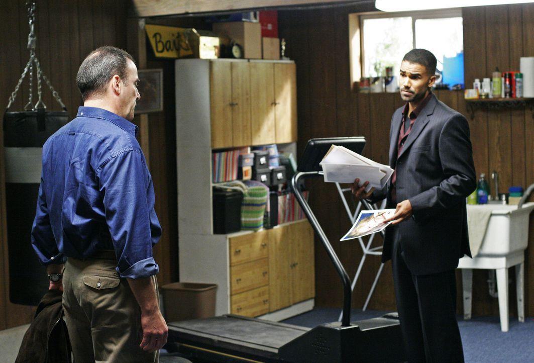 Versuchen einem Serientäter das Handwerk zu legen: Jason Gideon (Mandy Patinkin, l.) und Derek Morgan (Shemar Moore, r.) ... - Bildquelle: Touchstone Television