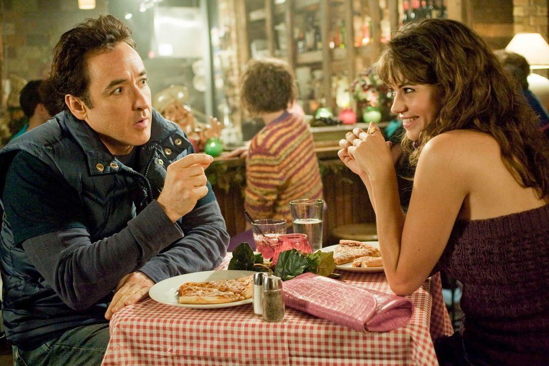 Auch nach über 20 Jahren hat Adam (John Cusack, l.) Angst davor, sich von seiner Freundin Jenny (Lyndsy Fonseca, r.) zu trennen. Denn das letzte Mal... - Bildquelle: 2010 Twentieth Century Fox