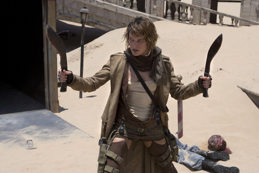 Sie kämpft mit allen Mitteln: Alice (Milla Jovovich) versucht, die letzten Überlebenden zu retten ... - Bildquelle: Constantin Film