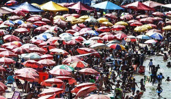 Der Strand von Rio de Janeiro 3 - Bildquelle: dpa