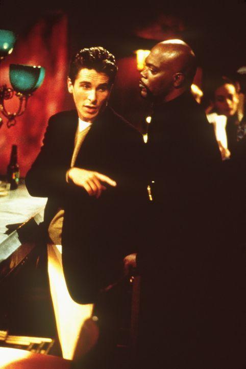 Als der rassistische Millionärssohn Wade (Christian Bale, l.) einen Schwarzen zu Tode prügelt, kann der Cop Shaft (Samuel L. Jackson, r.) den Mör... - Bildquelle: Paramount Pictures