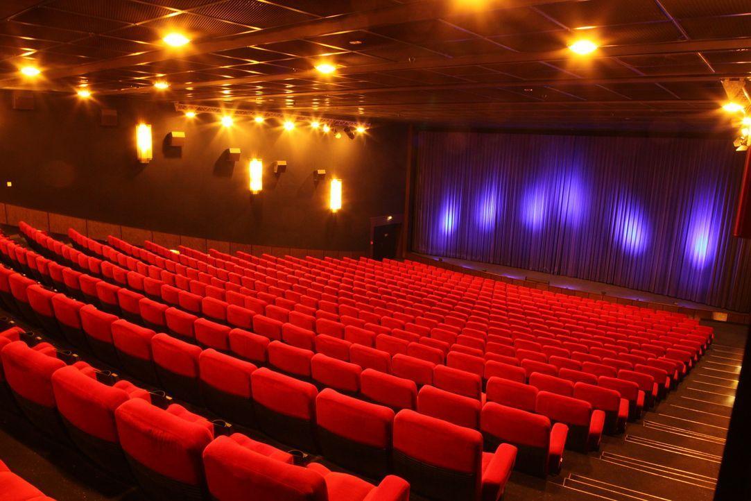 Deutschlands größtes Multiplexkino in Nürnberg: 21 Kinosäle, mit insgesamt 5.000 Sitzplätzen, diverse Bars und vier Restaurants locken täglich... - Bildquelle: kabel eins