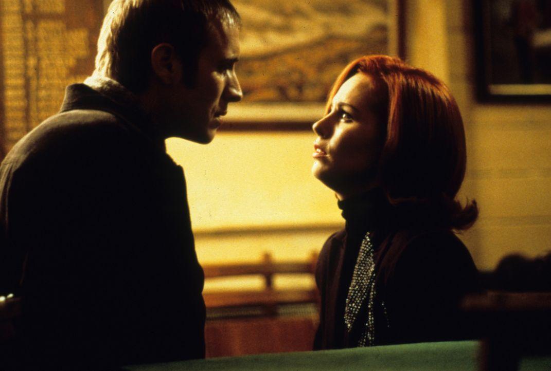 Nachdem sich Pete (Rhys Ifans, l.) auf einen Deal mit der russischen Mafia eingelassen hat und dann auch noch mit Masha (Tara Fitzgerald, r.), der T... - Bildquelle: VCL Communications GmbH