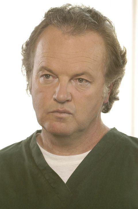 Niemand ahnt, dass der angesehene Kenneth (Kevin McNulty) ein hemmungsloser Dieb und Betrüger ist ... - Bildquelle: 2004 Sony Pictures Television Inc. All Rights Reserved.