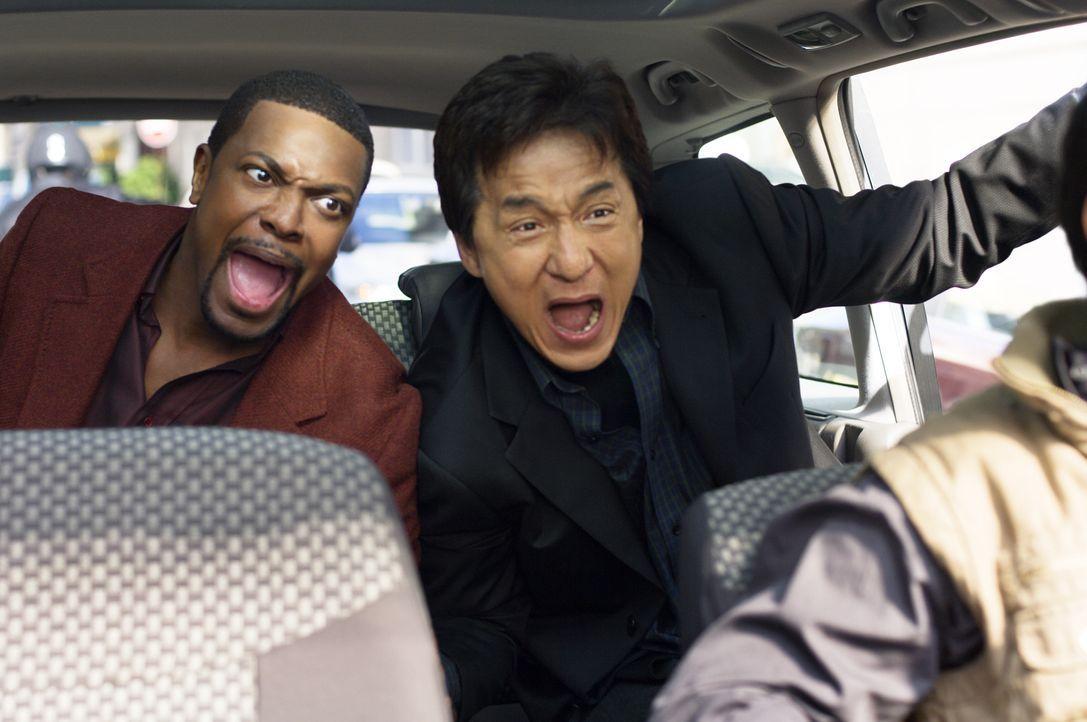 Als ein Botschafter angeschossen wird, müssen Detective Carter (Chris Tucker, l.) und Chief Inspector Lee (Jackie Chan, r.) nach Paris reisen. Da si... - Bildquelle: Warner Bros.