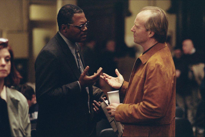 Die Rache ist mein: Doyle (Samuel L. Jackson, l.) und Sponsor (William Hurt, r.) ... - Bildquelle: Kerry Hayes TM & Copyright   2002 by Paramount Pictures. All Rights Reserved.
